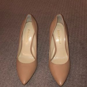 Beige pumps with golden heel